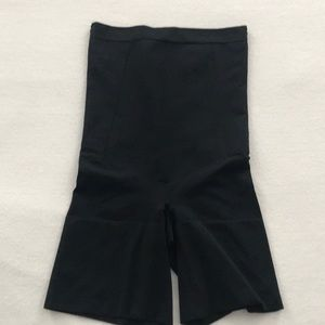 SPANX SS1915 High Waisted Mid-Thigh Short Sz M